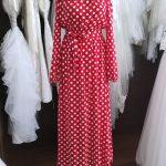 Czerwona sukienka w grochy